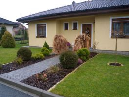Předzahrádka domu v Plzni-Malesicích